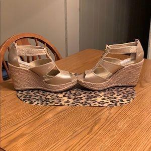 "Adrienne Vittadini ""Cresta"" wedge shoes, size 9.5."